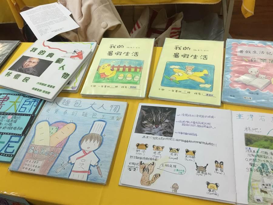 新竹縣十興國小要學生寒暑假進行閱讀及製作小書。(林志成攝)
