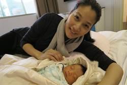 李培禎剖腹產男娃 邊餵母奶邊掉眼淚