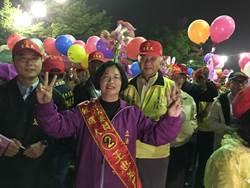 彰化選前之夜 陳文彬、王惠美徒步冒雨掃街