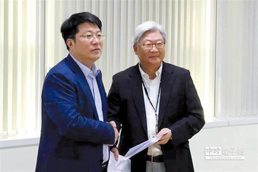 紫光董事長趙偉國(左)與力成董事長蔡篤恭(右)共同開啟兩岸半導體合作之門。(本報系資料照片)