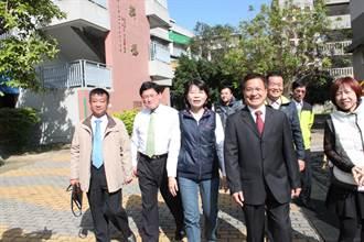 彰化縣長魏明谷 陪同候選人黃秀芳前去投票