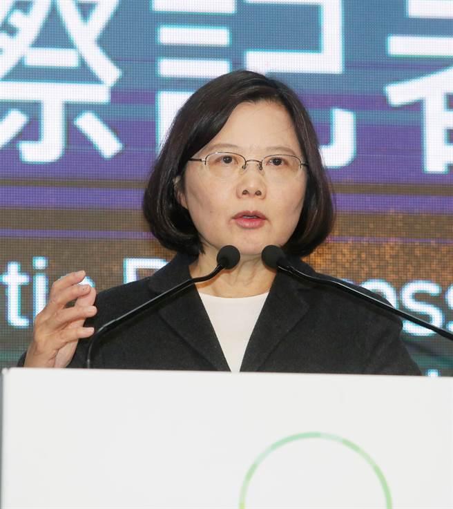 蔡英文召開國際記者會,她稱今天台灣人用選票寫下歷史。(楊兆元攝)