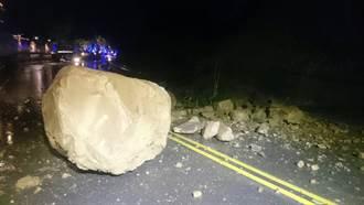 苗61、62線因雨坍方 落石阻交通須改道