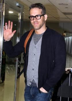 加拿大影星萊恩雷諾斯清晨搭機抵台