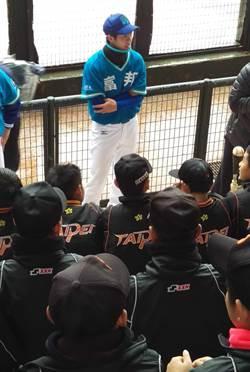 呂彥青任少棒助教 「練下盤增球速」