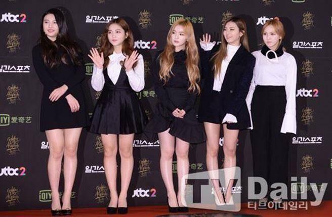 Red Velvet以黑白兩色禮服走上紅毯。(圖/翻攝自KPOP韓星網)