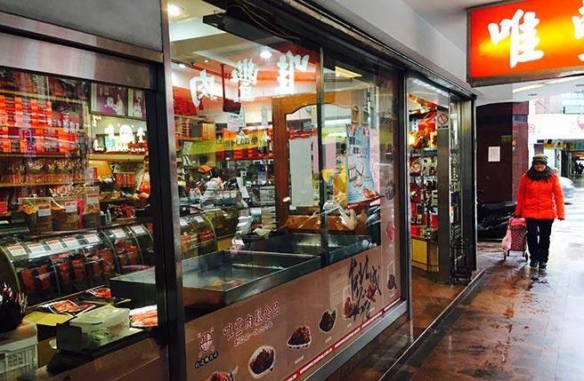 台北街頭巷尾遍佈著大大小小的手工肉鬆專門店。(圖/實習記者 王亦信、曾冰倩、李若蕙、資珉、羅詩彤攝)