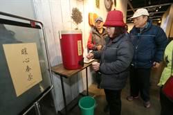 寒流來襲 坪林茶葉博物館出現人潮等降雪
