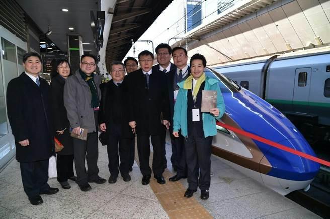 台北市長柯文哲參觀東京車站。(圖/台北市政府提供)