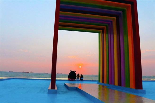 旗津「彩虹教堂」去年被網友評為十大爆紅景點,高市觀光局列為新春遊程。(吳江泉翻攝)