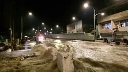新北樹林柑園大橋路面變形 橋面淹大水