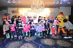 彰化縣長爸爸、媽媽和26個孩子溫馨圍爐