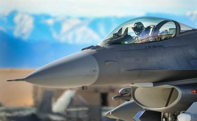 參與2016年紅旗演習第一階段的美國空軍F-16戰鬥機。(美國空軍)