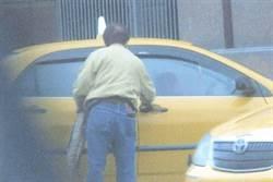組頭攔計程車招賭 司機車內現金簽注