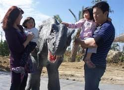 霸王龍現身墾丁 孩童還能免費參觀