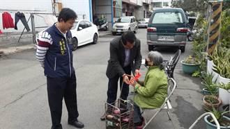 寒冬送暖 市議員吳顯森走訪角落弱勢家庭送物資