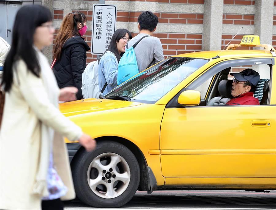 新春期間各地計程車運費先後調漲,其中台中市起跳價152元為6都之最。(本報系資料照,范揚光攝)