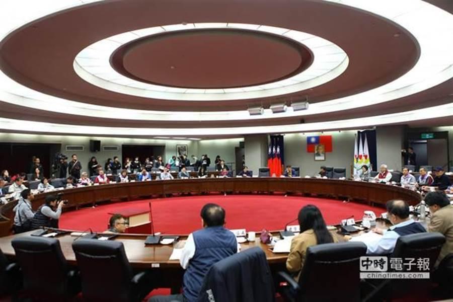 台北市長柯文哲召開里長市政座談,批下屬說服能力太差,不要浪費大家時間。(報系資料照/張立勳攝)