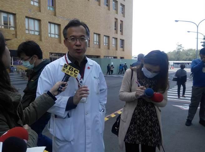 奇美醫院加護病房中心主任陳奇祥指出,2月6日送進來的休克昏迷婦女昨晚清醒,確認身分是40歲的杜雅惠。(許素惠攝)
