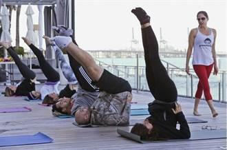 旅館瑜珈課夯 旅行健身不衝突