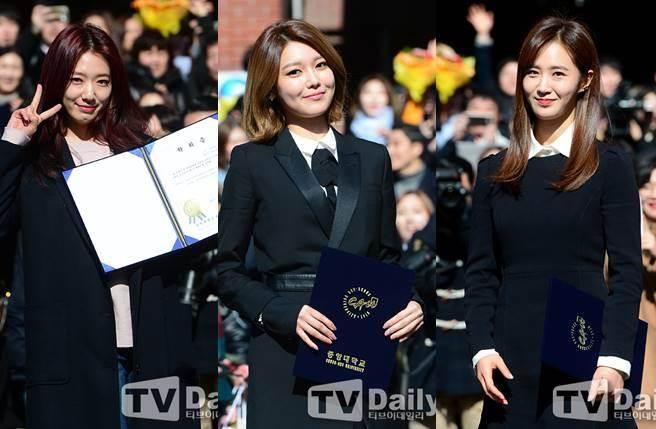 (左起)朴信惠、少女時代秀英、俞利今天一起出席畢業典禮。(圖/取材自韓星網)