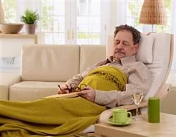 成天打盹晚上卻又睡不著?認識老人睡眠障礙