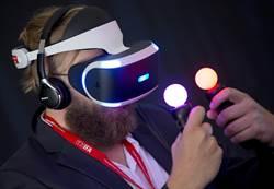 晚對手大半年 PS VR傳秋季才上市