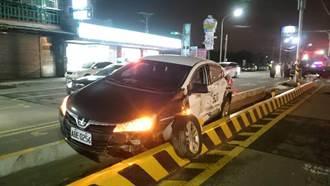 警車押解通緝犯 遭酒駕貨車追撞半毀