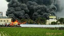 五金行堆放機油起火 延燒逾600坪