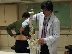 腿麻無力 中年男椎間盤掉一塊