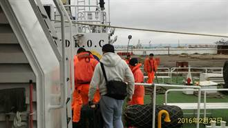 頂8級陣風 台中海巡隊護送烏坵孕婦返台就醫