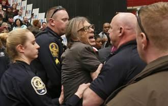 川普集會中 美國特勤局將時代雜誌得獎記者摔在地上