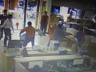 精障男持刀闖竹北市公所 遭職員、役男制伏
