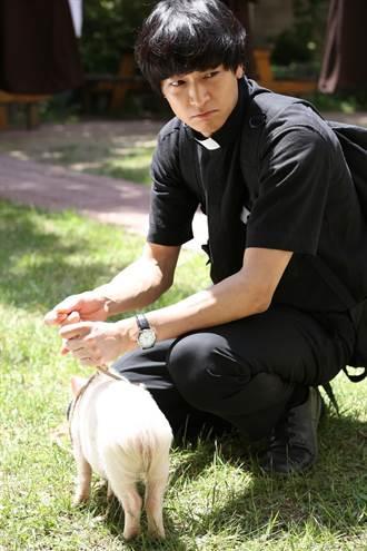 《黑祭司》姜棟元「豬」事不順 神秘拍攝地公開