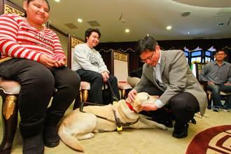導盲犬訪市府 林佳龍允諾普及導盲犬觀念