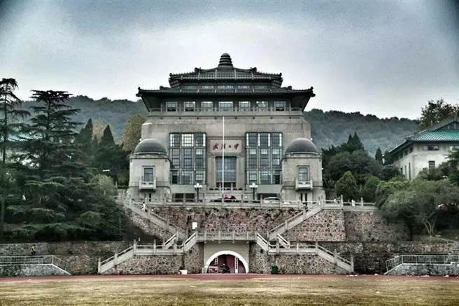 中視《夢想大學堂》李佳玲、劉鎧瑞帶您一同探秘最美校園-武漢大學。