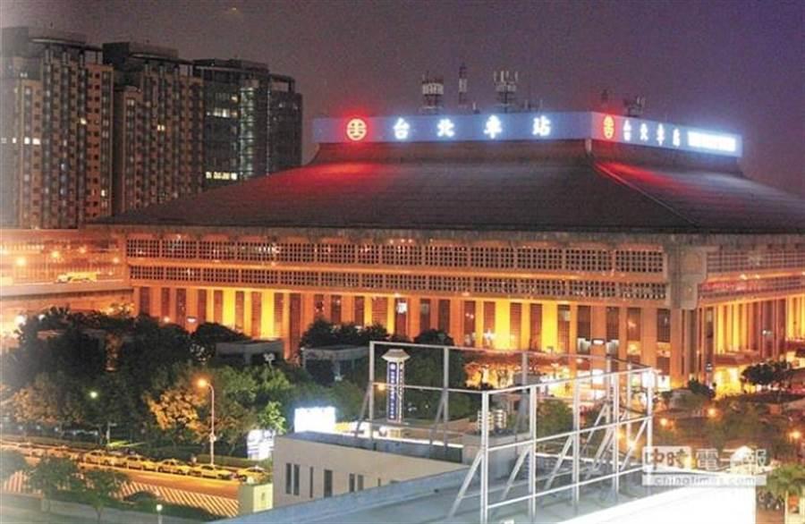 台北市府整頓北門周邊招牌,副市長林欽榮認為台北車站建物外觀不必加掛「台北車站」字樣。(本報資料照片)