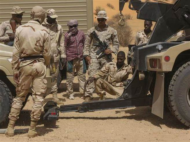 訓練茅利塔尼亞的美軍陸戰隊人員。(美軍陸戰隊)