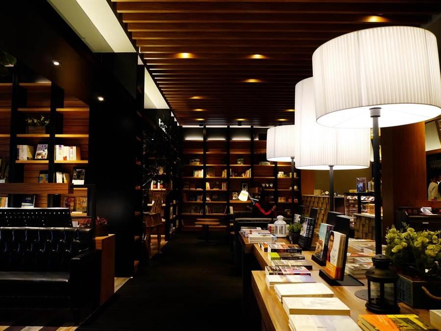 異人館台中漢口店是該集團在中台灣首家結合咖啡書店、合菜料理的複合式餐廳。(業者提供)