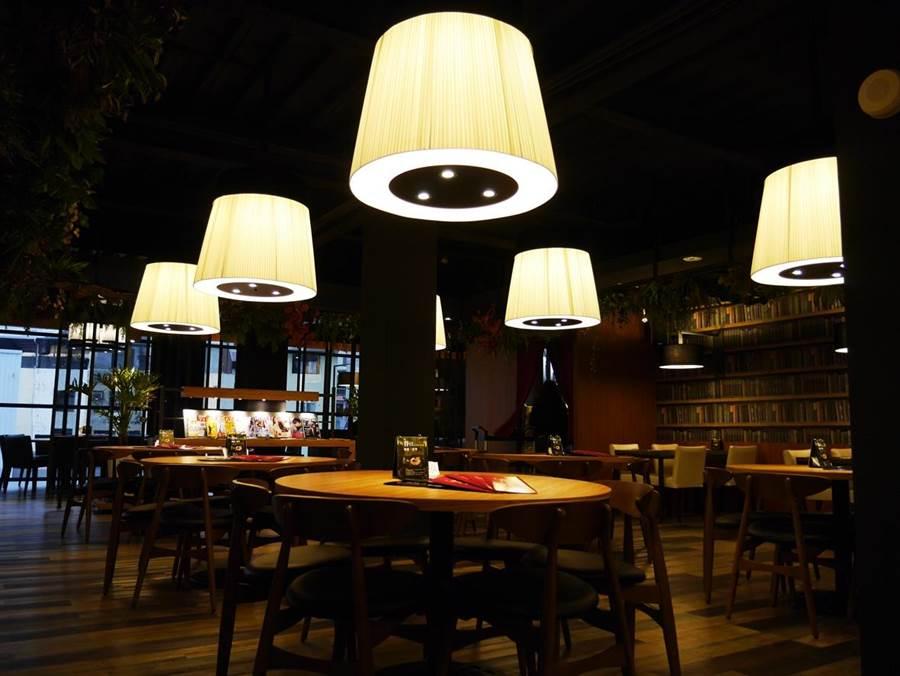 異人館台中漢口店打破「餐廳是餐廳、咖啡館是咖啡館」、顛覆以往傳統複合式餐廳的經營型態。(業者提供)