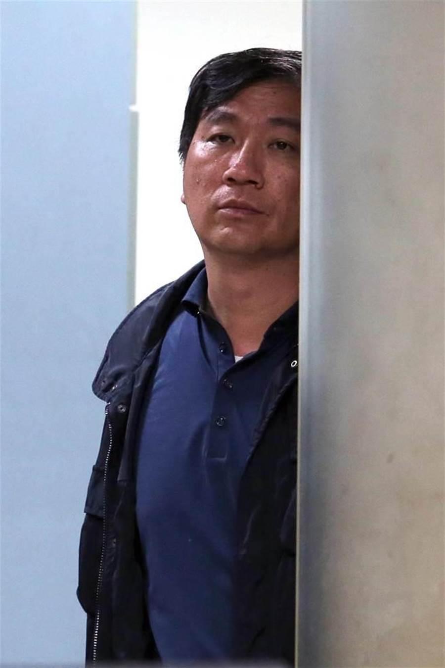 補教名師徐薇的夫婿江正明疑涉入「羅比珍妮」公司違法進口未經許可的醫美器材,8日遭台北地檢署約談,晚間檢方諭令20萬元交保候傳。(黃世麒攝)