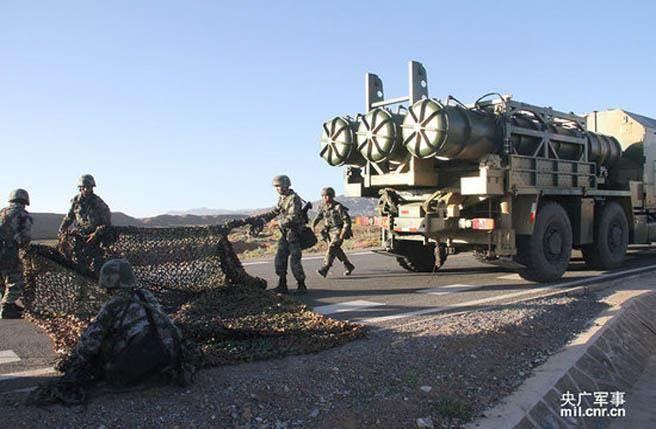 解放軍在西藏部署紅旗16導彈。(圖/央廣軍事)