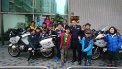 童子軍參訪交通分隊 體驗當波麗士