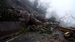 花蓮山區大雨 中橫慈恩段坍方暫中斷