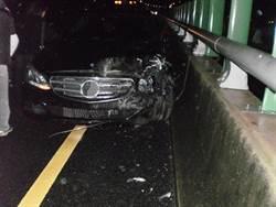 粗心男國道自撞未示警 釀4追撞4人傷