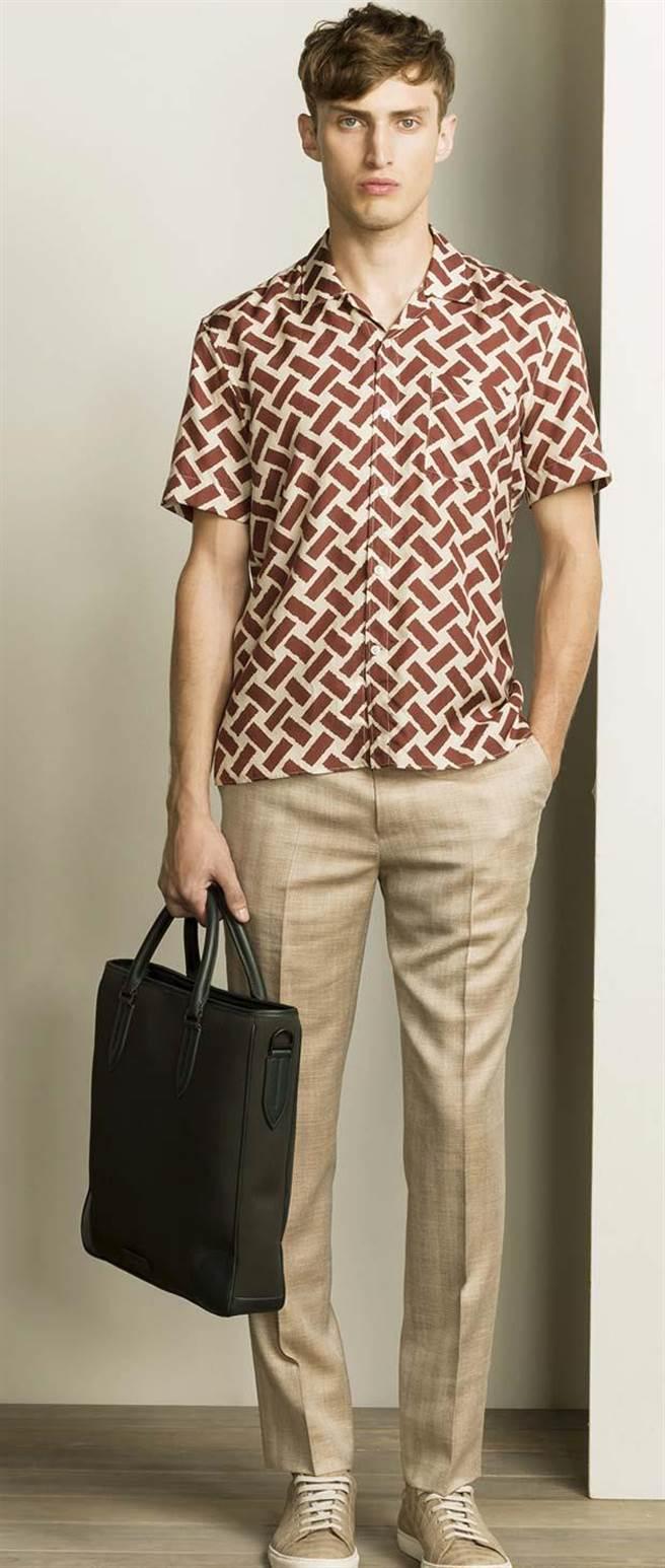 GIEVE&HAWKES典雅的印花襯衫,正裝與休閒兩相宜。圖片提供/GIEVE&HAWKES