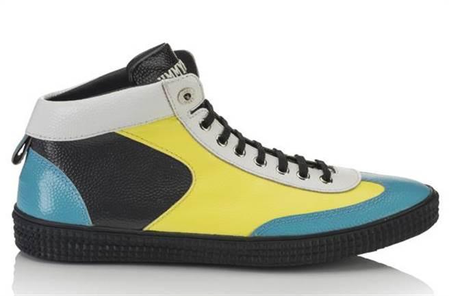 JIMMY CHOO鞋履大膽的撞色滾邊,帶出本季街頭文化的活力主題。圖片提供/JIMMY CHOO