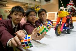 中山工商機器人特色班 入學考魔術方塊