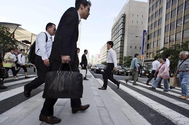 匯豐表示,全球經濟陷入日本式停滯。(圖為日本街景/美聯社提供)