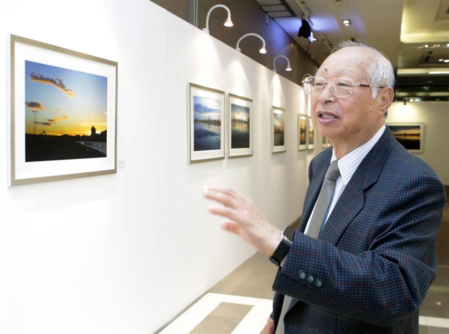 新光三越董座吳東興亦照例進行年度個展。(陳麒全攝)
